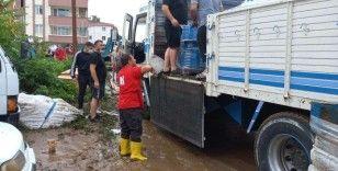 Rize'deki selzedelere destek olan Kızılay Artvin'e de uzman ekiplerini gönderdi