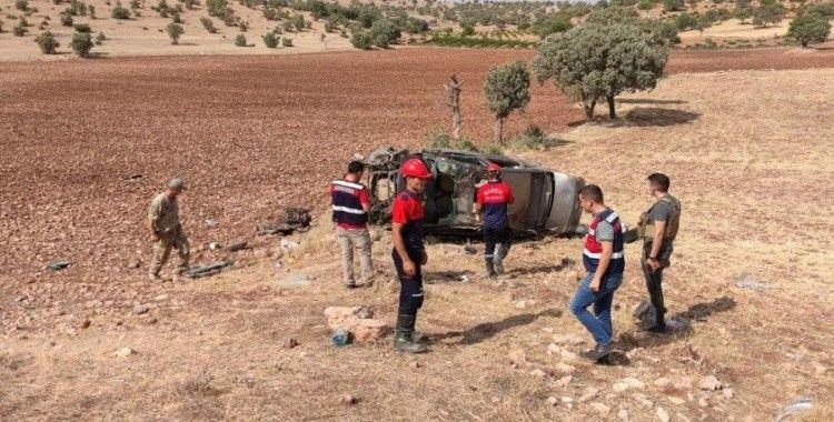 Mardin'de otomobil takla attı: 2 asker hayatını kaybetti
