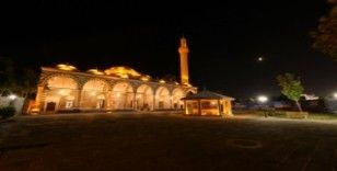 Diyarbakır'ın sembollerinden Kurşunlu Cami ışıklandırıldı
