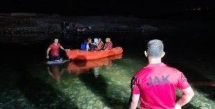 Dicle Nehri kenarında mahsur kalan 21 vatandaşı JAK kurtardı