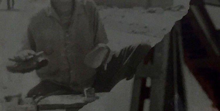 Ünlü oyuncunun ayakkabı boyacılığı yaparken çektirdiği fotoğraf ortaya çıktı