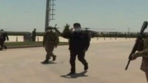 Bakan Akar, beraberindeki komutanlarla sınır hattında inceleme ve denetim yapıyor