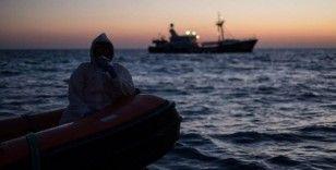 Libya açıklarında düzensiz göçmenleri taşıyan bot alabora oldu: 57 ölü