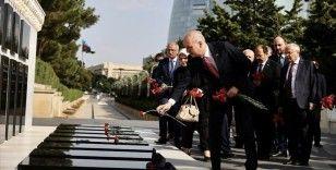 AK Parti heyeti Azerbaycan'da şehitlikleri ziyaret etti