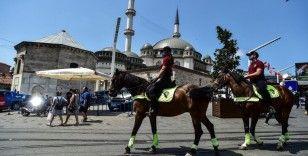 Atlı polislere vatandaş ve turistlerden yoğun ilgi