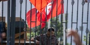Tunus, Cumhurbaşkanı Said'in 'darbe' niteliğindeki kararlarının ardından zorlu bir yol ayrımına girdi