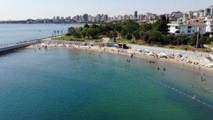 Sıcaktan bunalan vatandaşların denize girdiği Caddebostan plajı havadan görüntülendi