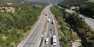 TEM'in İstanbul yönü yol çalışması için trafiğe kapatıldı