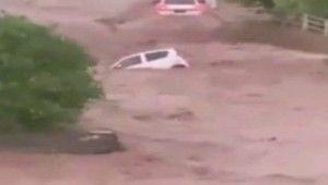 Pakistan'da şiddetli yağış sele neden oldu