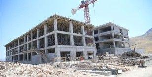 Depremlerin etkilediği Malatya'da okul binaları yeniden yükseliyor