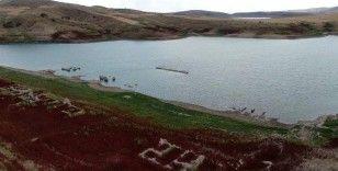 Sular çekildi köy ortaya çıktı