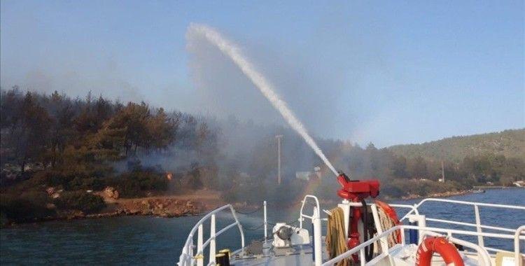 KIYEM-6 hızlı tahlisiye botu Bodrum'da çıkan orman yangınına müdahale etti