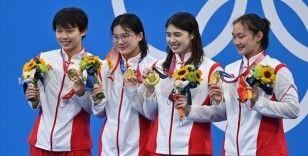 2020 Tokyo Olimpiyat Oyunlarının altıncı gününde yüzmede bir dünya, üç olimpiyat rekoru kırıldı