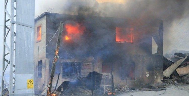 Adana ve Antalya orman yangınına teslim oldu!