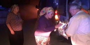 Kozan'da yangın bölgesindeki vatandaşlara yemek dağıtılıyor