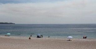Vatandaşlar yangın için seferber oldu, dünyaca ünlü sahil boş kaldı