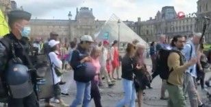 Fransa'da aşı karşıtları bir kez daha sokağa indi
