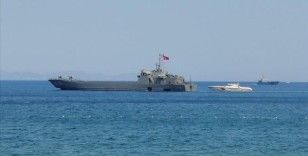 Marmaris'in Turunç Mahallesi'ndeki yangından etkilenenlerin tahliyesi için iki çıkartma gemisi bölgeye gönderildi
