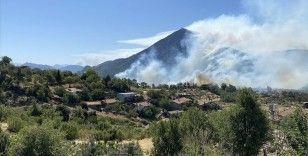 Akseki'deki orman yangınına havadan ve karadan müdahale sürüyor