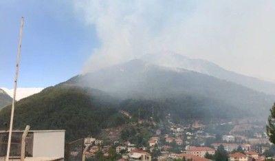 Antalya'nın Gündoğmuş ilçesinde dağlık alanda çıkan yangını söndürme çalışmaları devam ediyor