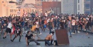 Beyrut'taki patlamanın birinci yılında Meclise yürümek isteyen göstericilere müdahale edildi