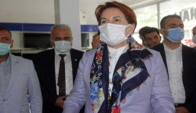 Meral Akşener'in kahvehane ziyaretinde gergin anlar