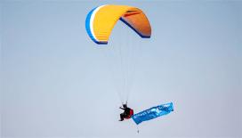 Talas'ta paraşütle aşı farkındalığı oluşturuldu