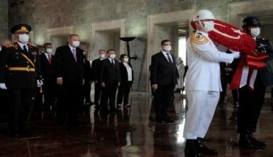 Devlet erkanı Büyük Zafer'in 99'uncu yıl dönümünde Anıtkabir'de