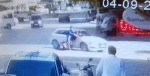 Bisikletli gençlerin kazası kamerada; 2 yaralı
