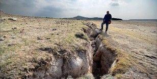 Yer altı sularındaki çekilme Konya Ovası'nda kilometrelerce uzunlukta yüzey yarıklarına neden oluyor