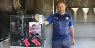 Yangında bir tek şehidin emanetleri ve Türk bayrağı yanmadı