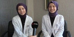 Salgınla mücadelenin fedakâr savaşçıları: İkiz hemşireler
