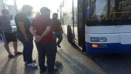 Otobüste bayılan yolcuyu hastaneye yetiştiren şoför silahlı saldırıya uğradı