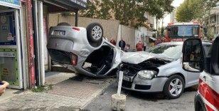 Kadıköy'de otomobil takla attı, anne ve kızı yaralandı
