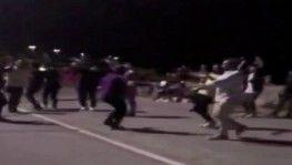 Kadıköy'de önce oyun havası oynadılar, sonra tekme tokat kavga ettiler