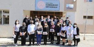 Türkeli ve Ayancık'ta öğrencilere tablet dağıtıldı