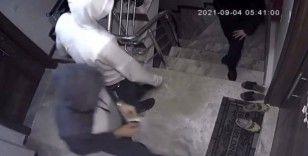 Fatih'te evden hırsızlık girişimi kamerada