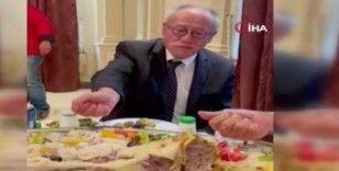 Suudi Arabistan'da vali, Japonya Büyükelçisi Fumio'ya eliyle pilav yemeyi öğretti