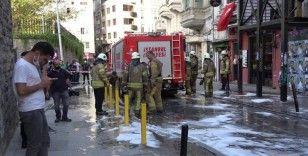 İngiliz Konsolosluğu karşısındaki binada çıkan yangın paniğe sebep oldu