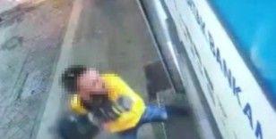 Pendik'te metal dubalı saldırganın ATM'ye saldırdığı anlar kamerada
