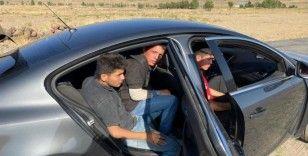 Şüphe üzerine durdurulan otomobilde 3 düzensiz göçmen 3 organizatör yakalandı