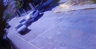 Pendik'te otomobillerin dört yol ağzında çarpıştığı anlar kamerada