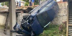 Evin bahçesine uçan otomobilin sürücüsü yaralandı
