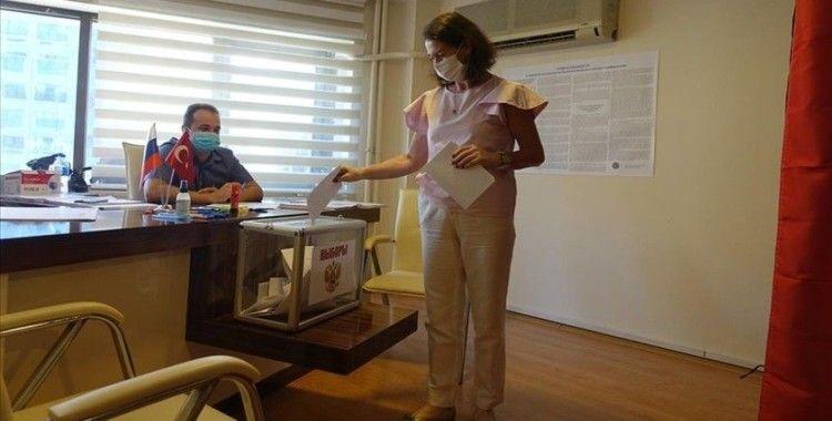 İzmir ve çevre illerdeki Rus vatandaşları, Duma seçimleri için kentte oy kullanmaya başladı