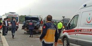 Kontrolden çıkan otomobil bariyerlere çarptı: 2 yaralı