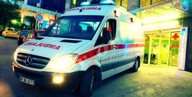 Otoyolda duran otomobile tır çarptı: 2 yaralı
