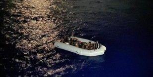 AB, Yunanistan'a ek göç fonu sağlamak için geri itmeleri önleyecek bağımsız mekanizma kurmasını şart koştu
