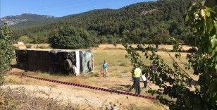 Muğla'da Ukraynalı turistleri taşıyan otobüs ile öğrenci servisi çarpıştı: 1 ölü, 35 yaralı
