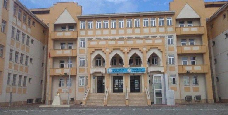 Elazığ'da iki farklı okuldaki iki sınıfta koronavirüs nedeni ile eğitime ara verildi
