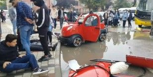 Halk otobüsü ile elektrikli araç çarpıştı: 3 öğrenci yaralandı